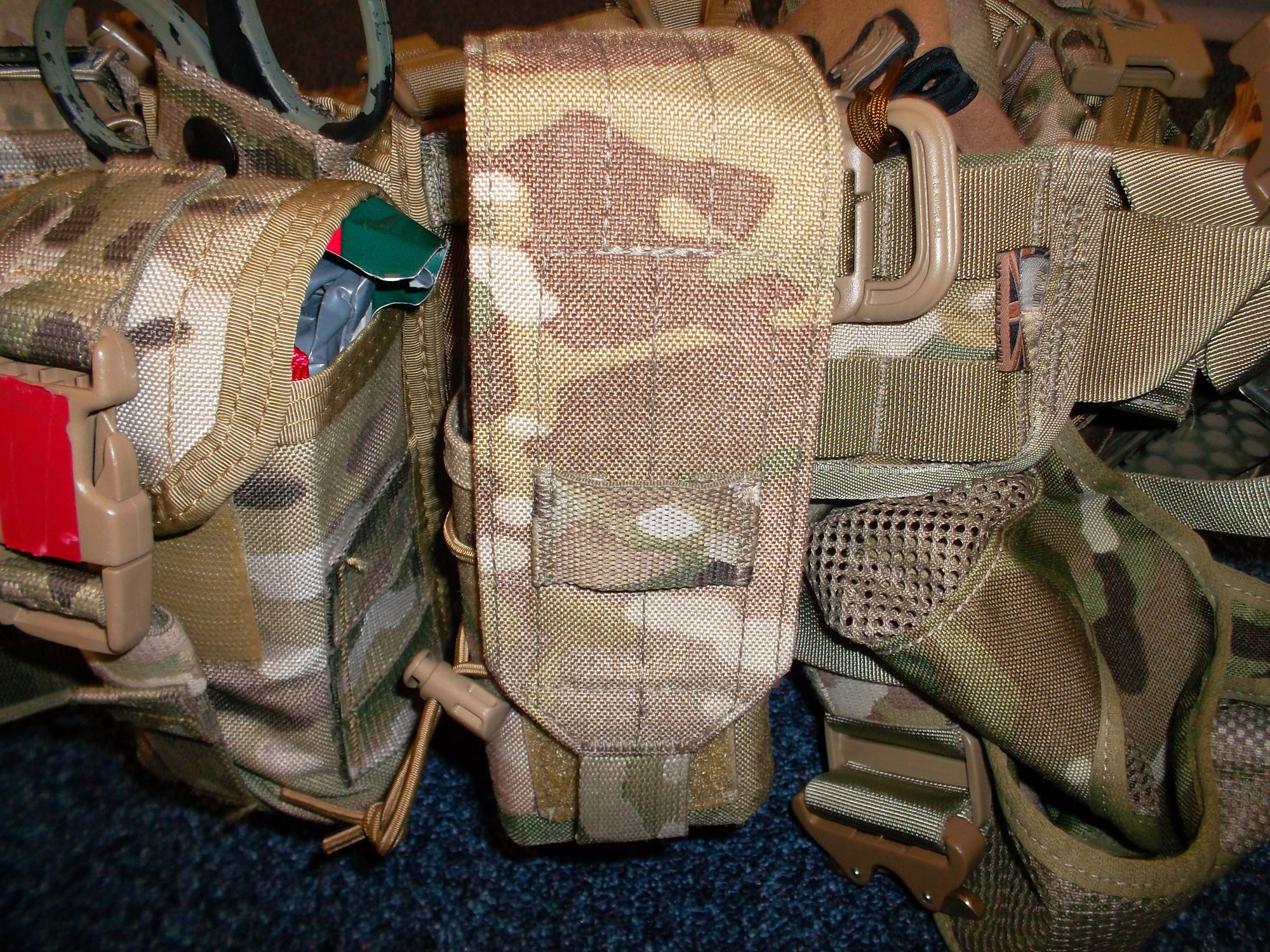 Double universal ammo pouch